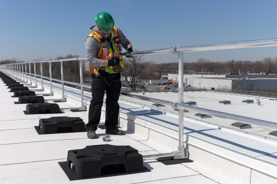 3 Advantages of Self-Supporting Roof Guardrails for Temporary Work