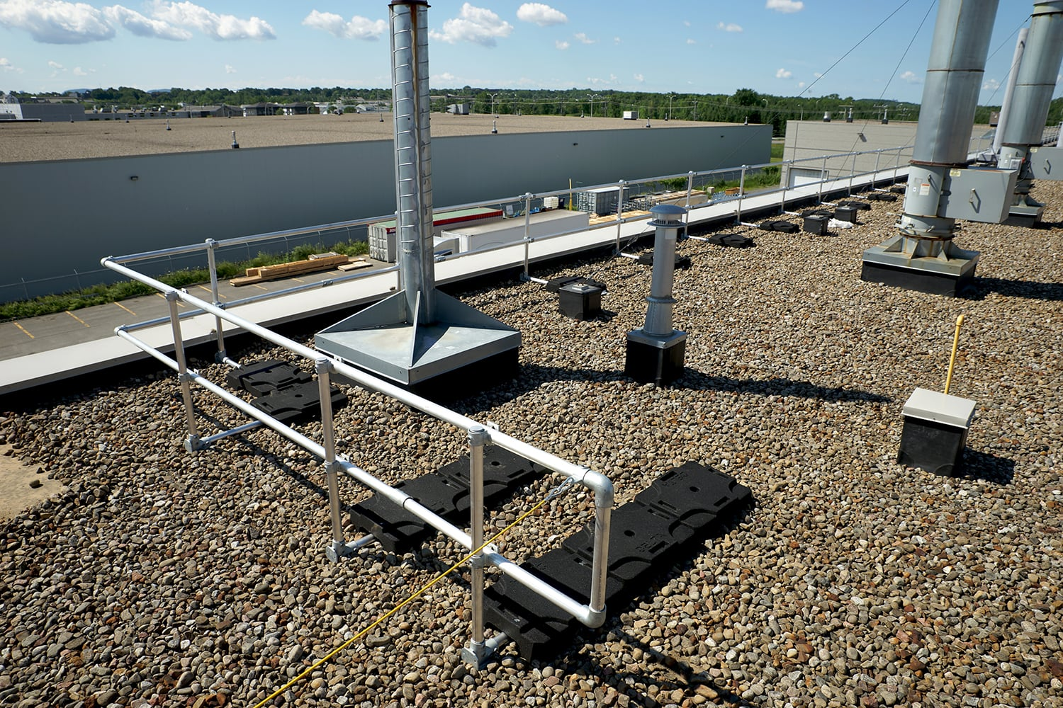 Guardrail system and roof fall protection in Canada and USA | Delta