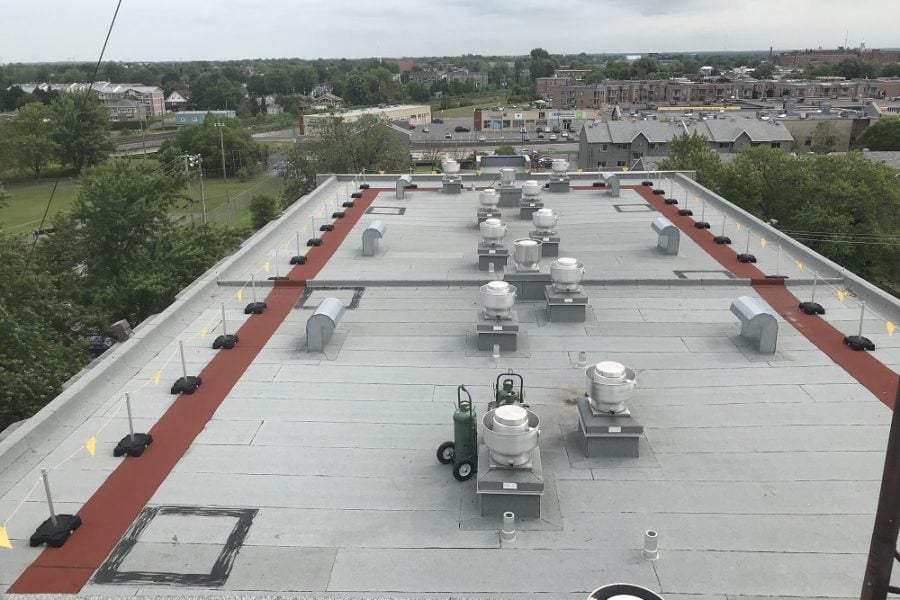 Freestanding roof warning line system