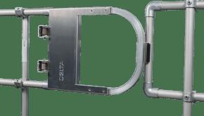 Porte à femeture automatique en aluminium monté sur un garde-corps
