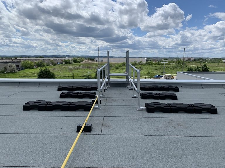 Two safety guardrail protect in user of the ladder of rooftop in Ontario